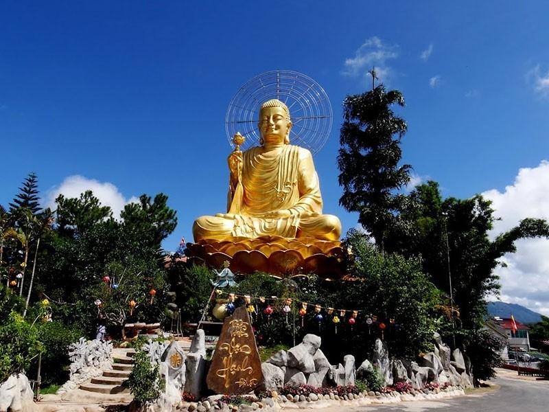 Tham quan thiền viện Vạn Hạnh tour nội thành Đà Lạt