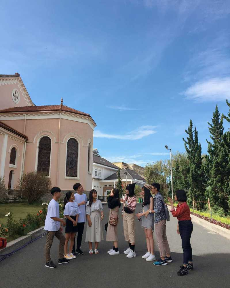 Nhà thờ con gà Đà Lạt vào tháng 3
