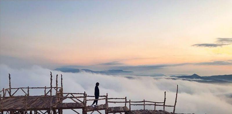 Cầu gỗ săn mây
