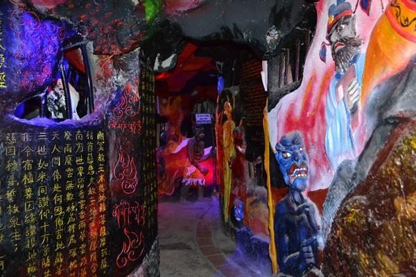 18 tầng địa ngục tại chùa ve chai