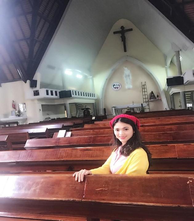 không gian bên trong nhà thờ Mai Anh