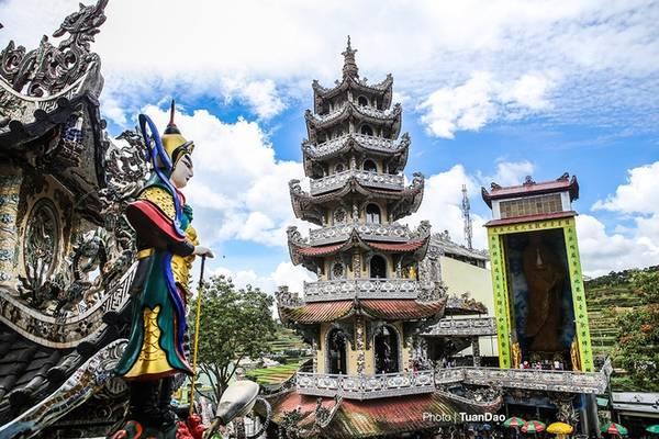tháp 7 tầng tại chùa linh phước