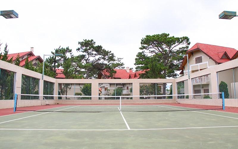 sân tenis Monet Garden Villa