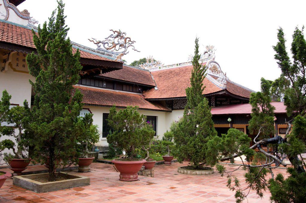 không gian chùa Linh Sơn