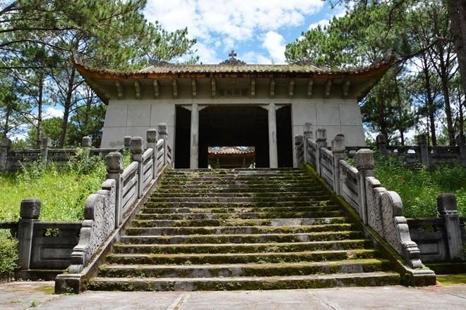 lăng mộ quận công Nguyễn Hữu Hào Đà Lạt