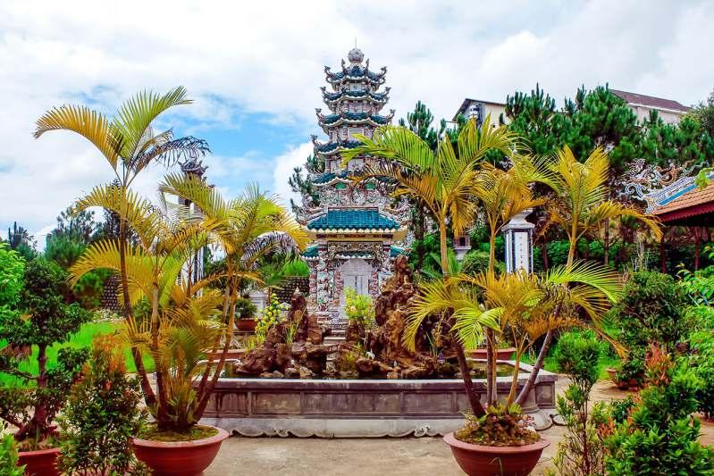 tháp ở chùa Linh Sơn